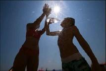 ??  ?? Les températures prévues la semaine prochaine pourraient battre les records d'un mois de juin. (Photo Sébastien Botella)