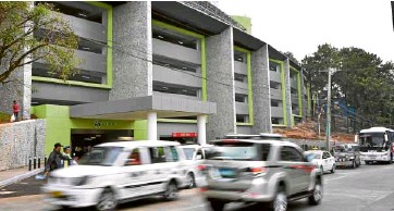 ?? ESPIRITU ?? PARKING BUILDING Part of Baguio's rehabilitation plans is the construction of parking buildings to reduce the number of vehicles clogging up traffic in the city. On Wednesday, a shopping mall chain opened a five-level parking building to accommodate about 700 vehicles.—ev