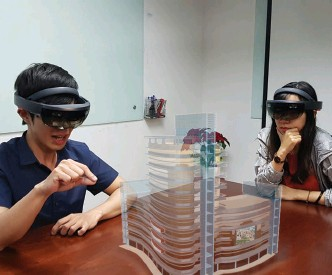 ?? (Photo courtesy of Hoshinim) ?? Mixed reality systems allow virtual objects to be embedded in the real world, with each individual user perceiving the object from their own perspectiv­e—creating a potent tool for collaborat­ion.