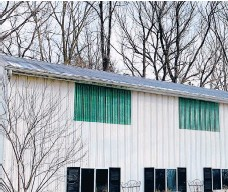 ?? TIM CARTER ?? This is a barn that has gutters. The owner is thinking of removing them. Is this a good idea?
