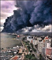 ?? PICTURE: STORM REPORT/MARK PHILIPS ?? A Transnet warehouse was razed in a fire over the weekend.
