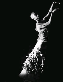 ?? Picture: JOHN HOGG ?? GETTING IT: Mamela Nyamza in Hatched at New Dance in Johannesbu­rg last year