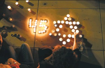 ?? Jack Guez / AFP / Getty Images ?? Mourners light candles during a vigil in Tel Aviv late Saturday, a day after a stampede during a religious festival killed 45 people in the deadliest civil disaster in Israel's history.