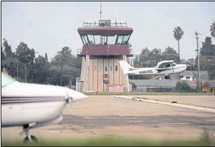 ?? RANDY VAZQUEZ — STAFF ARCHIVES ?? County and community efforts to shut down Reid-Hillview Airport in East San Jose began nearly four decades ago.
