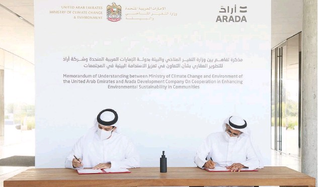 ??  ?? ↑ Partnership signing between the UAE Ministry of Climate Change and Environment (MOCCAE) and Arada.