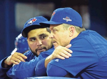?? DAN HAMILTON, USA TODAY SPORTS ?? The Blue Jays, with manager John Gibbons, right, and catcher Dioner Navarro, must win three in a row against the Royals to avoid elimination, which is what they did in the division series.