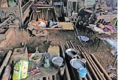 ??  ?? MIGRANTS workers in Mumbai, India, rest inside a workshop during last year's lockdown. | PRASHANT WAYDANDE | Reuters