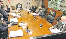 ??  ?? Pleno de la Corte Suprema, en sesión. Revocaron la autorización a los escribanos de administrar materiales de uso notarial.