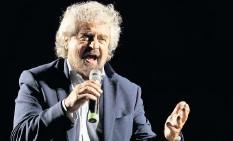 ?? FOTO: GREGORIO BORGIA/AP ?? Seltsamer Auftritt: Fünf-sterne-gründer Beppe Grillo.