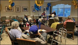 ?? COURTESY OF THE HICKMAN FRIENDS SENIOR COMMUNITY ?? Residents at the Hickman Friends Senior Community celebrate its 130-year anniversary by listening to some music.
