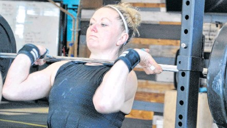 ?? KATHY JOHNSON • TRI-COUNTY VANGUARD ?? Riley Foley does a barbell front squat lift as one of her workouts for the CrossFit Games quarterfinals. She lifted 185 lbs for 4 reps.