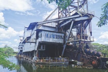 ?? IMAGES © SHUTTERSTOCK ?? ABOVE Abandoned tin dredge at Tanjung Tualang, Perak, Malaysia
