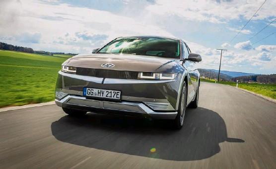 ?? Foto: PD ?? Hyundai bringt mit dem Ioniq 5 sein erstes, auf dem eigenen E-baukasten basierendes Akkuauto auf den Markt.
