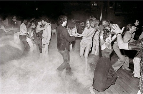 ??  ?? The dancefloor at Warhol hangout Xenon in New York in 1979. Below: the Palladium in New York, 1985. Below right: the Space Electronic in Florence in the 1970s and, bottom right, Keith Haring in front of his contribution to art theme Area in New York