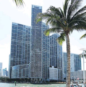?? CarloS Barria / reuterS ?? The drop in the U.S. housing market is attracting Canadian buyers to warm spots such as Miami, but experts warn would-be homeowners to keep their wits about them, and watch out for hidden costs or suspiciously good deals.