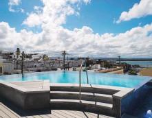 ??  ?? IMPULSO AL TURISMO. La hospedería, localizada en la calle San Francisco, cuenta además con restaurante, piscina infinita y bar con vista a la Bahía de San Juan.