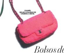 ??  ?? BOLSO CON ASAS DE CADENA (1.500 €).