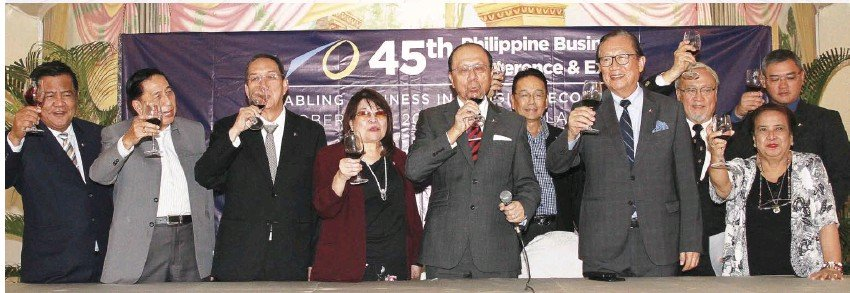 """??  ?? ALL SYSTEMS GO FOR 45TH PHILIPPINE BUSINESS CONFERENCE AND EXPO. The Philippine Chamber of Commerce and Industry (PCCI) top officials led by its president, Ma. Alegria Sibal - Limjoco (center); honorary chair and treasurer, Sergio Ortiz-Luis Jr. (second from left), also the ECOP and Philexport president; chairman emeritus and director of international affairs, Dr. Francis Chua (third from left); director and 45th PBC&E overall chair, Dr. William Co (third from right); chairman, George Barcelon (second from right); director, Renato Simbulan (left); CSR chair, Nora Lacuna (right); (back row) SME chair, Apolinar Aure; and assistant. treasurer, Bernardo Benedicto, announced at the 45th Philippine Business Conference and Expo (PBC&E) Media Launch that it's all systems go for the two-day PBC&E 2019 on Oct.16 and 17 at the Fiesta Pavilion of The Manila Hotel. Now on its 45th year, the country's longest-running and most important business event with the theme """"Enabling Business in a Digital Economy"""" will look into the dynamics of a digitally driven economy and its impact on growth and business sustainability."""