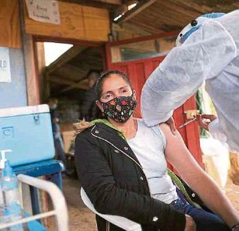 ?? FOTOS MAURICIO MORENO/ADN. ?? Además de la vacunación contra el covid-19 se aplicaron dosis contra el sarampión.