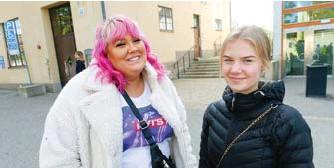"""??  ?? """"INGA PROBLEM"""". Saga från Bromma och Kajsa från Lidingö trivs på Kungsholmens Västra gymnasium."""