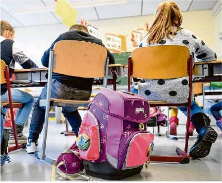 ?? Foto: Sebastian Gollnow/dpa ?? Seit einem Jahr fehlt vielen Kindern das Miteinander in der Schule. Das soziale Lernen bleibt beim Online-Unterricht auf der Strecke.