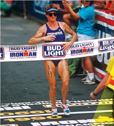 ??  ?? BELOW Erin Baker wins Kona in 1990