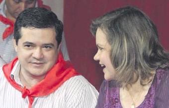 ??  ?? El médico y seccionalero Robert Núñez Núñez, junto a su líder, la senadora Lilian Samaniego.
