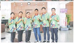 ??  ?? PENGALAMAN BAHARU: (Dari Kiri) Manny Pius, Natasha, Marillyn, Edrinsha, Glend Pilim dan Nistelrooy, pelajar dari Sabah dan Sarawak teruja dan bangga dipilih untuk menyertai menyertai Program Mutiara Timur.