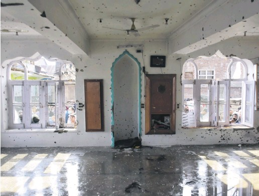 ??  ?? The interior of a mosque damaged in a clash between Indian forces and Kashmiri protestors, in the Shopian district of Indian-occupied Kashmir, April 9, 2021.