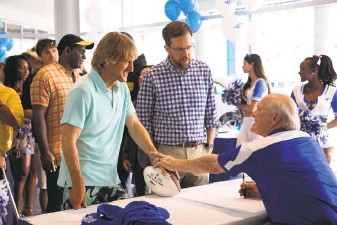 """?? Warner Bros. Pictures ?? Kyle (Owen Wilson, left) and Peter (Ed Helms) search for the man who fathered them in the 1970s, with Terry Bradshaw playing himself as one possibility, in """"Father Figures."""""""