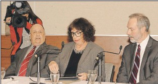 ?? JOE GIBBONS/THE TELEGRAM ?? Awaiting the start of Memorial University's town hall meeting on Thursday at the Bruneau Innovation Centre are (from left) MUN president Gary Kachanoski, MUN provost and vice-president of academics Noreen Golfman and MUN vice-president of...