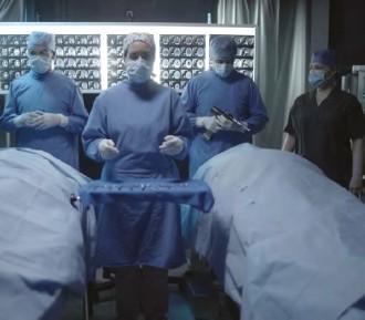 ??  ?? La producción investigó acerca de los trasplantes de cerebro en la historia médica.