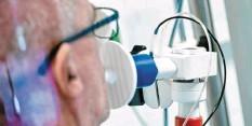 ?? Foto: Uwe Anspach, dpa (Symbolbild) ?? Manche Covid‰19‰Patienten haben mit Spätfolgen zu kämpfen. An der Uniklinik ent‰ steht nun ein Behandlungsangebot.