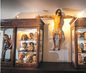 ??  ?? A wax model of the biblical figure Barabbas is displayed alongside heads rescued from various wax museums.