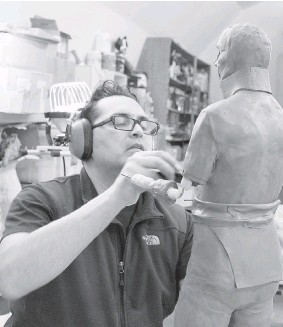 ?? JEAN-SEBASTIEN GAUTHIER ?? Adrian Stimson works on a half-scale model of Col. Robert Dickson.