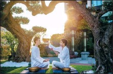 ?? PROVIDED TO CHINA DAILY ?? A guest (left) receives a wellness therapy using singing bowls at the Anandi Hotel and Spa Shanghai.