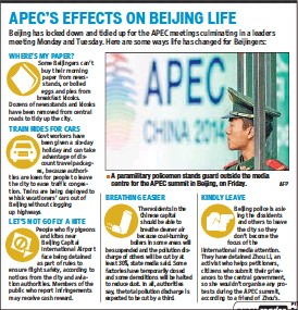 ?? AFP ?? A paramilitary policemen stands guard outside the media centre for the APEC summit in Beijing, on Friday.