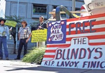 ?? DON RYAN, AP ?? Pro­test­ers gather out­side the fed­eral court­house in Port­land, Ore. The trial be­gan this week for protest leader Am­mon Bundy and six oth­ers in the wildlife refugee stand­off.