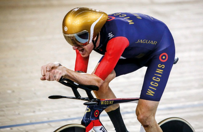 ??  ?? Wiggins spoke about the mental battle he endured in completing the Hour record in 2015