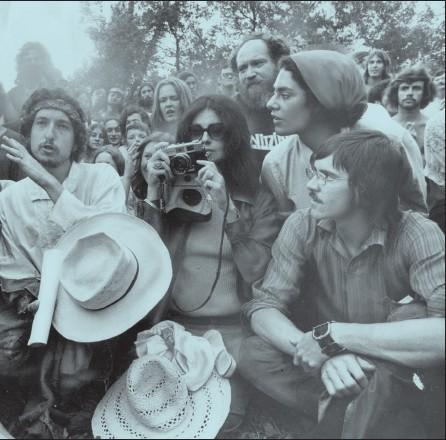 ??  ?? Dylan at Mariposa Folk Festival, Olympic Island, Toronto, 1972
