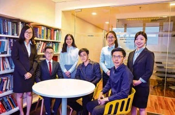 ??  ?? (From left) Leong, Cheong, Yong, Boon Ho, Qi Yuan, Woon and Lee are the latest batch of HELP business students who received the prestigious UQ scholarship.
