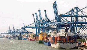 ??  ?? Malaysia's exports in January expanded 17.9 per cent to RM82.86 billion.