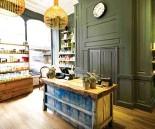 ??  ?? Proclamato Green Salon of the Year, l'Ena Salon di Londra è la sede per il Regno Unito del marchio Davines.