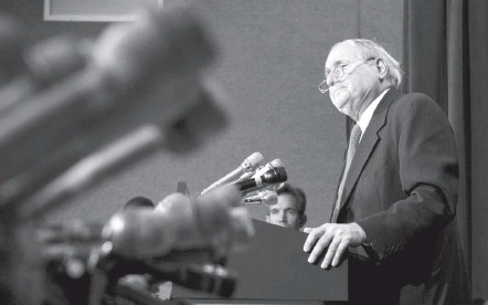 """?? KEVIN CLARK/THE WASHINGTON POST ?? Sen. Carl Levin (D-mich.) speaks at a Washington news conference in November 2006. Levin played a key role in national security issues facing the nation following 9/11, including expressing opposition to the Iraq War and """"enhanced interrogation techniques."""""""