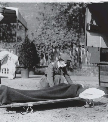 ?? Photograph: Shutterstock ?? In her book on the Spanish Flu, Laura Spinney tries show the enormity of a pandemic that was largely overshadowed by the world wars