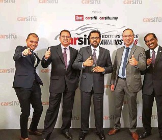 ??  ?? Naza Corp Holdings group chief operating officer (automotive group) Datuk SamSamson Anand George (centre) with Nasim (Peugeot) and Naza Euro Motors (Citroen) managemagement team. .