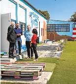 ?? FOTOS: ARCHIMADRID / LUIS MILLÁN ?? 0 Las instalaciones de Cáritas, en una antigua fábrica de muebles, se han ido ampliando al crecer los proyectos.