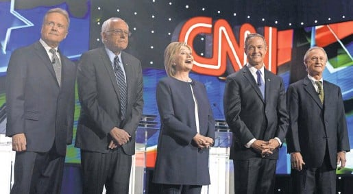 ?? MIKE NELSON, EUROPEAN PRESSPHOTO AGENCY ?? From left, Democratic presidential candidates JimWebb, Bernie Sanders, Hillary Clinton, Martin O'Malley and Lincoln Chafee.