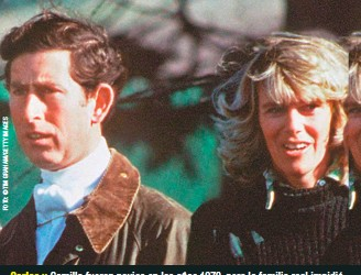 """??  ?? Carlos y Camilla fueron novios en los años 1970, pero la familia real impidió el matrimonio porque ella era muy """"recorrida""""."""