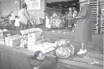 ??  ?? Chefs with Compassion volunteer Donald Maike (centre) pulls a pallet containing discarded cabbages to be rescued at the City Deep Fresh Product Market in Johannesbu­rg.